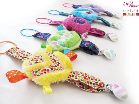 Doudou attache tétine, accessoire indispensable pour bébé ! modèle mixte 2 Disponible sur : http://www.alittlemarket.com/puericulture/fr_doudou_porte_sucette_accessoire_indispensable_pour_bebe_modele_mixte_2_-11774437.html